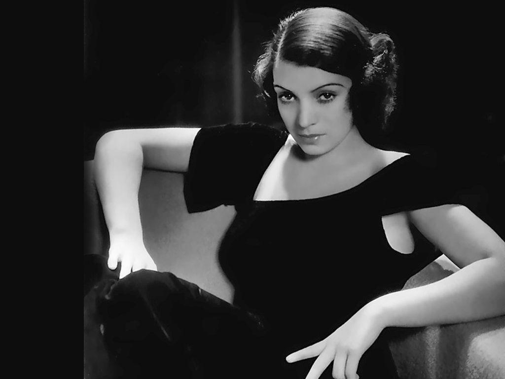 Кончита Монтенегро играе Лола в морализаторския Lola Montes 1944
