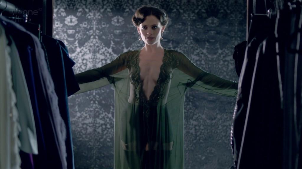 Sherlock 2010- в ролята на Айрин Адлър е прекрасната Лара Пулвър