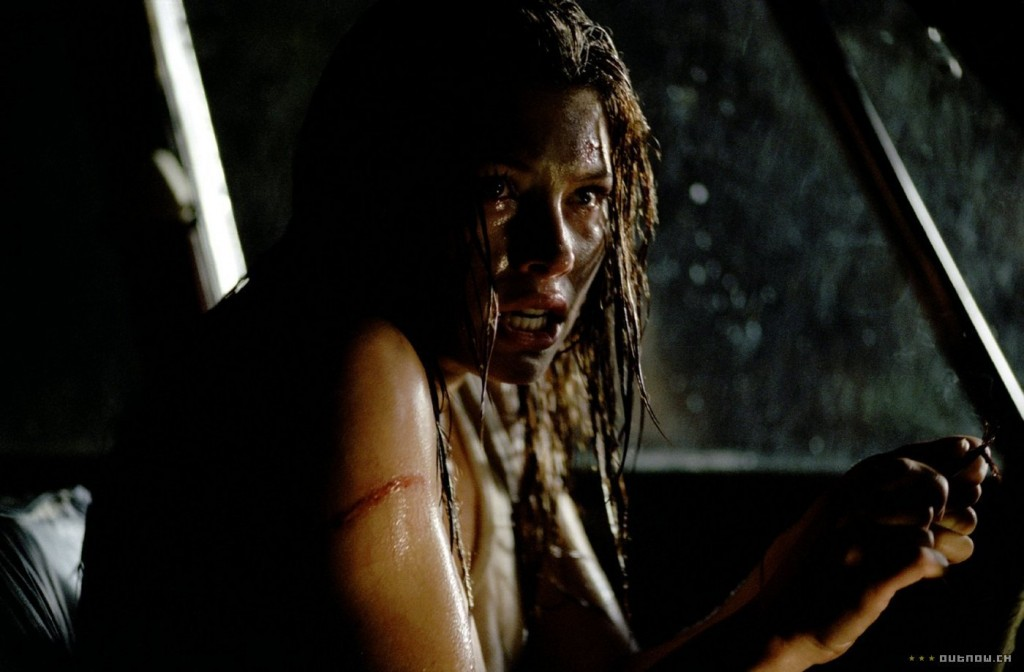 The Texas Chainsaw Massacre 2003 - класическо хорър клише, колата не пали.