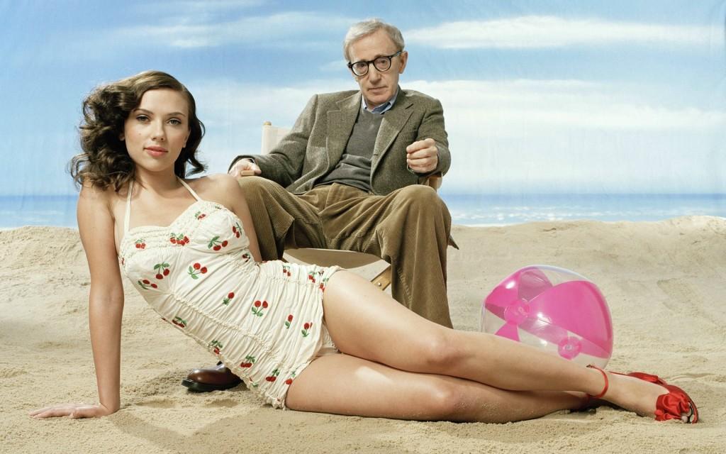 Уди Алън и Скарлет Йохансон се наслаждават на изкуствен плаж