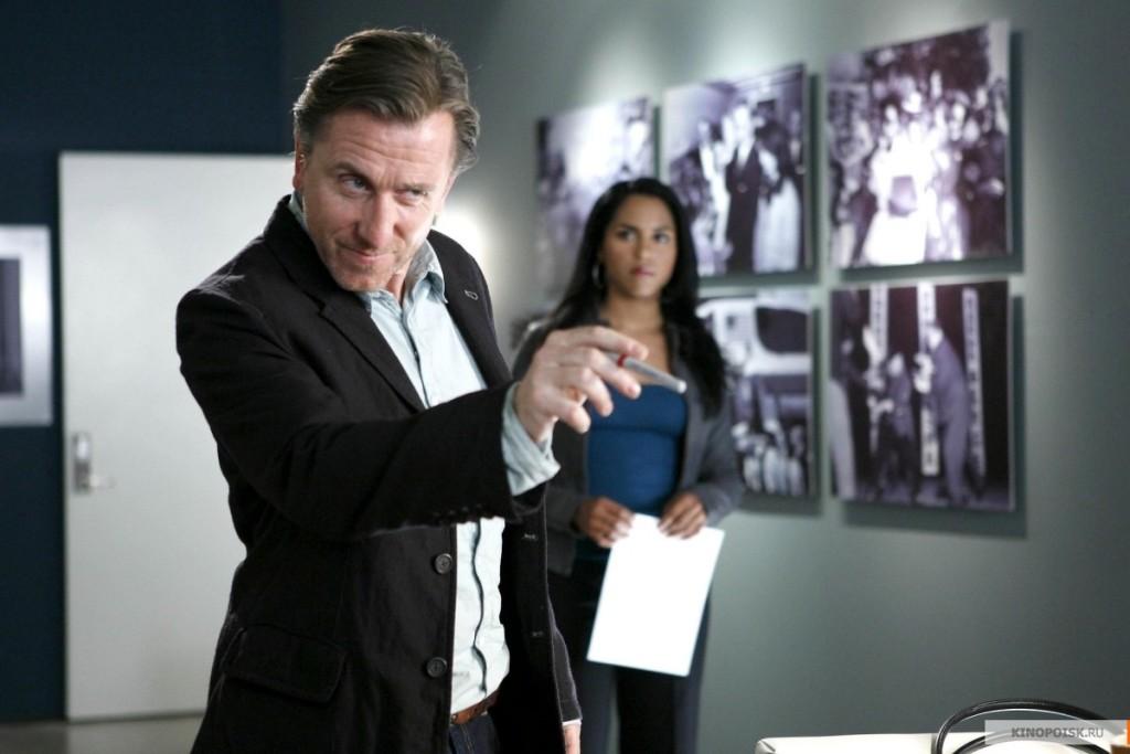 Героят на Тим Рот в Lie to Me 2009-2011 е експерт по мимики и езика на тялото. Той атрибутира диспозиционно.