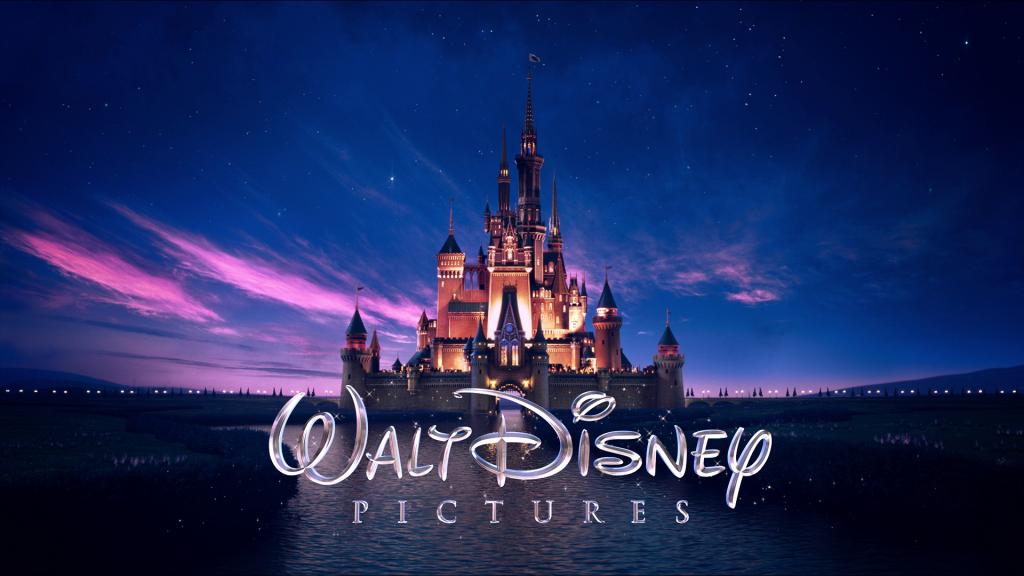 Приказният замък става лого на Disney през 1985. Преди него компанията използва различни типографски изписвания на името си.