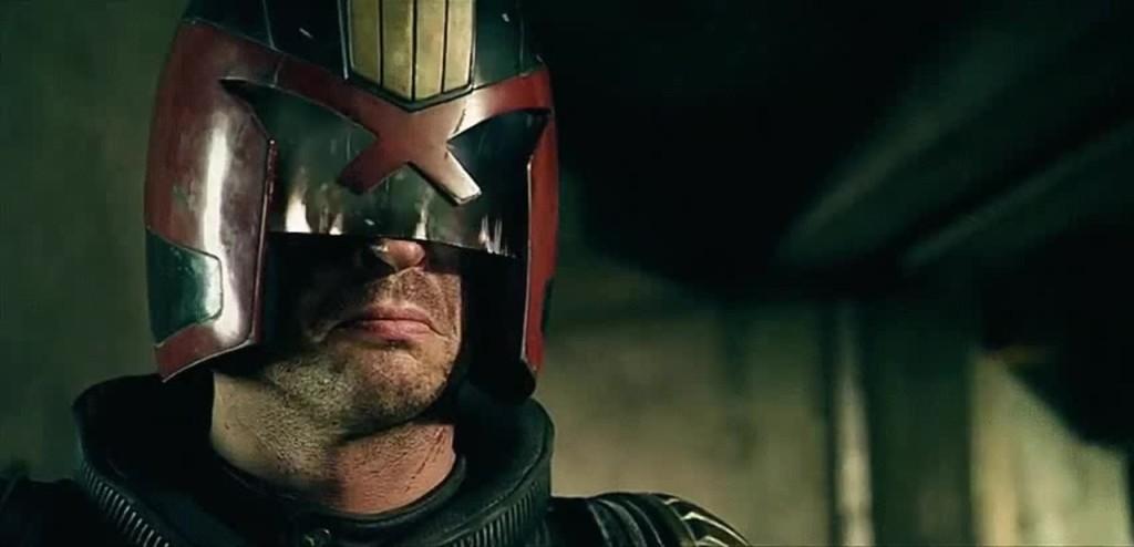 Dredd 2012 – във всички комикси, както и във филма от 2012, лицето на съдията Дред остава скрито – така иска създателя му. Справедливостта няма душа или лице.